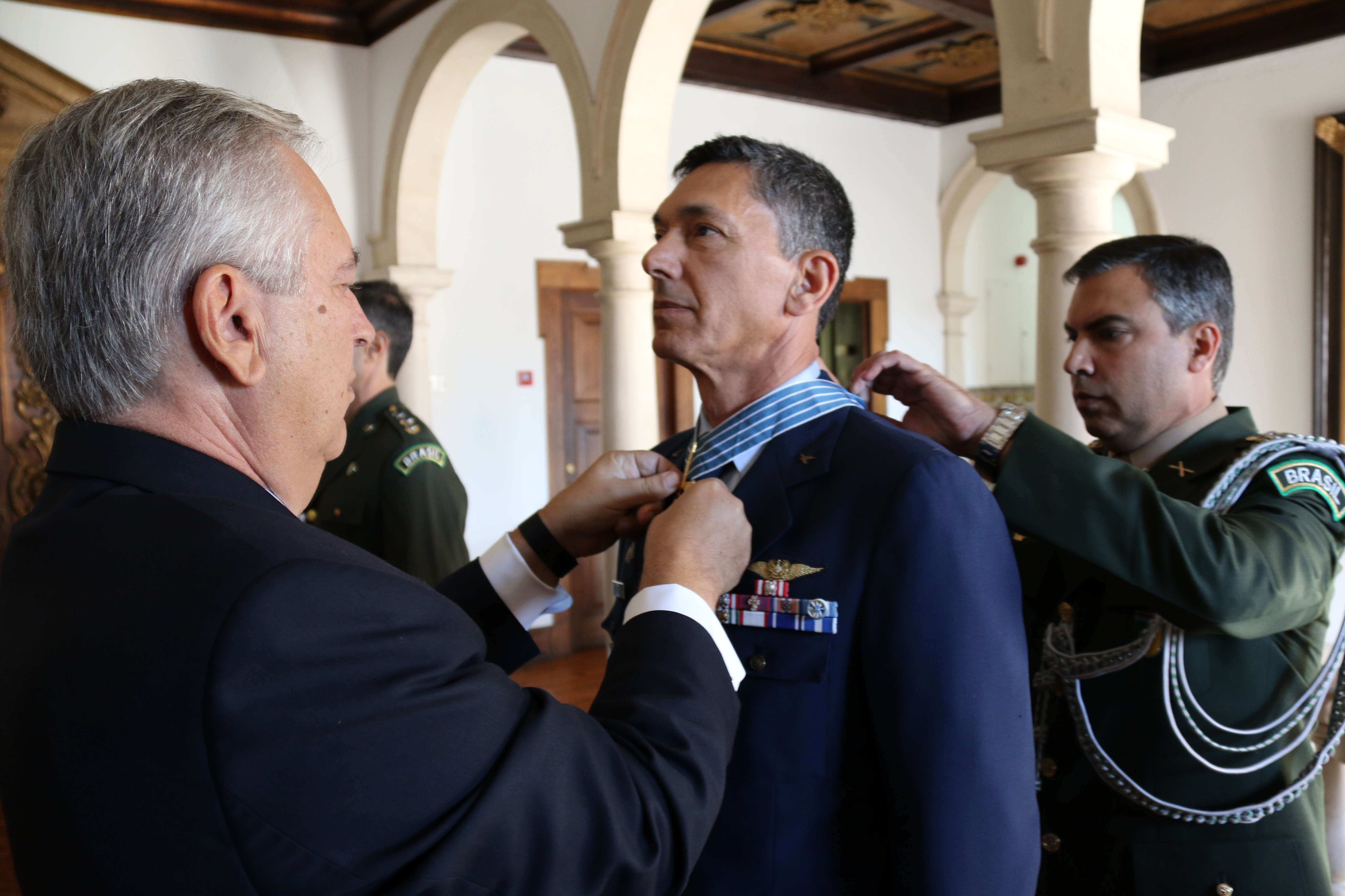 Major General Rafael Martins condecorado pelo Brasil